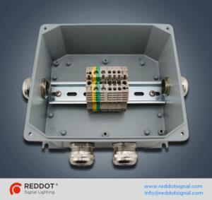 صندوق تقاطع لأضواء التحذير للطائرات